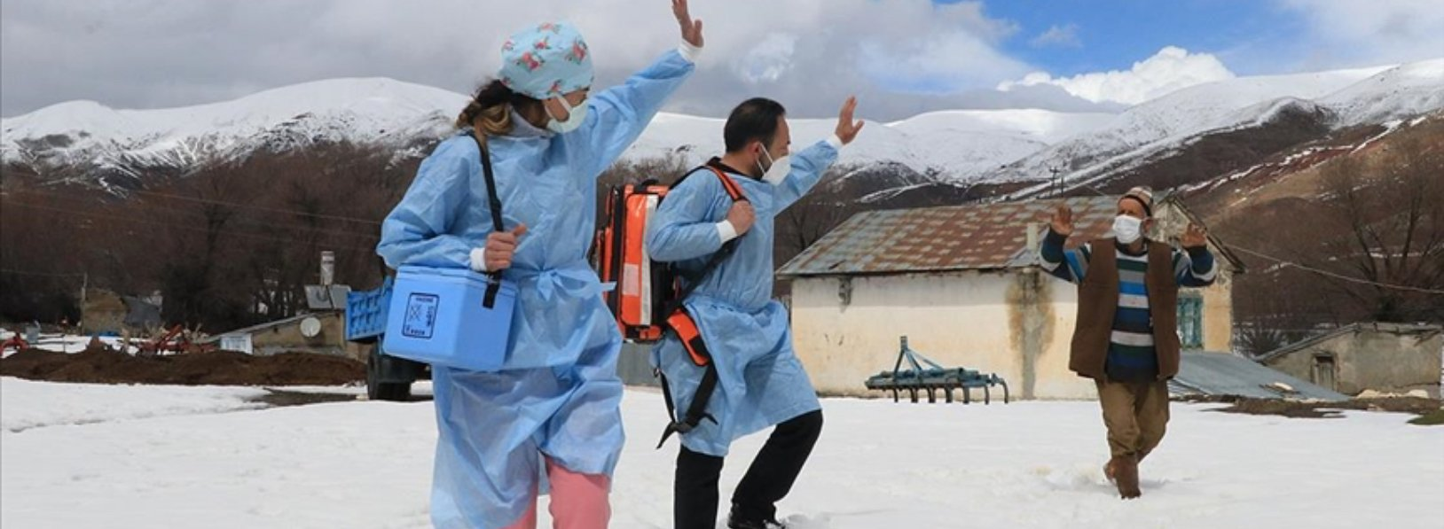 They go over snowy mountains to the feet of the citizen to make Covid-19 vaccine.